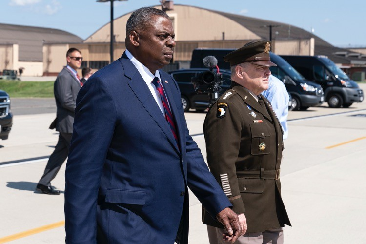 Retired Flag Officers Want Top Military Brass to Resign
