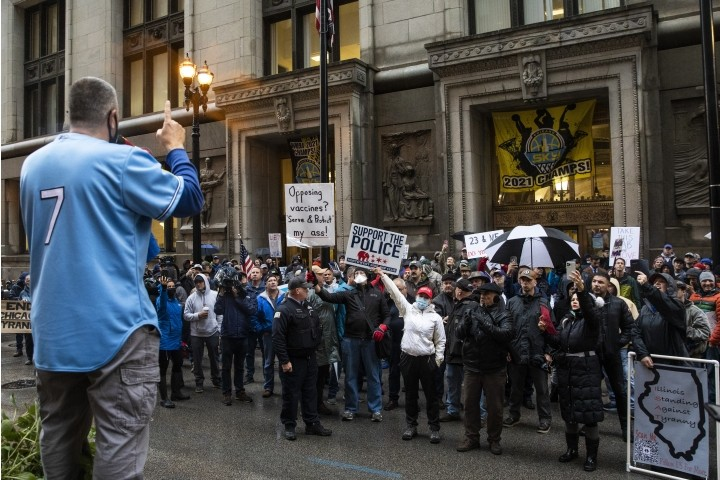 """""""Let Us Work!"""" Chicago Police Rally Against Lightfoot's Vaccine Mandate"""