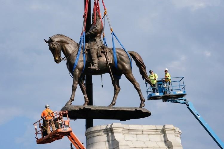 Richmond's Robert E. Lee Statue Removed, Cut in Half