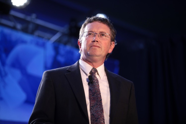 Rep. Thomas Massie Sponsors Bill to End Military Vaccine Mandate
