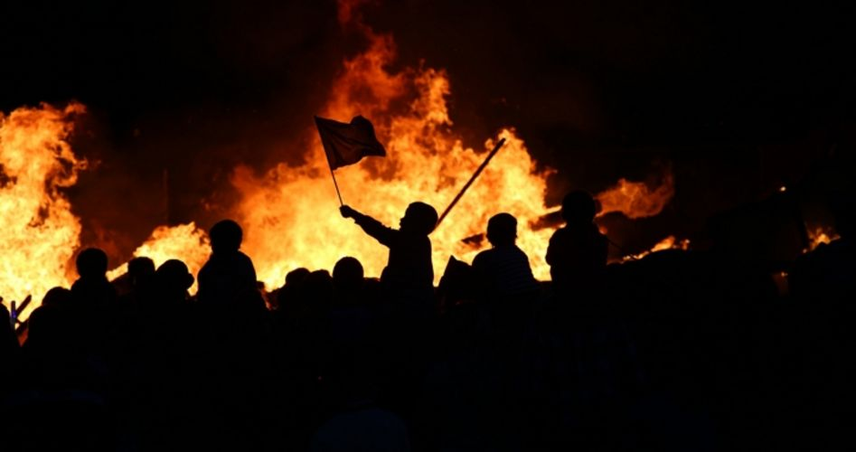 """Experts: Trump Is Target of """"Color Revolution"""""""